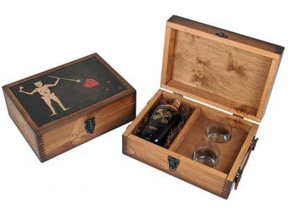 Blackbeard Pirate Flag Alcohol Gift Set